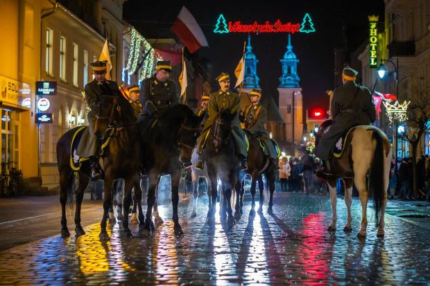 Foto: Sebastian Uciński. 17 pułk ulanów. 2018 ul B.Chrobrego Gniezno.