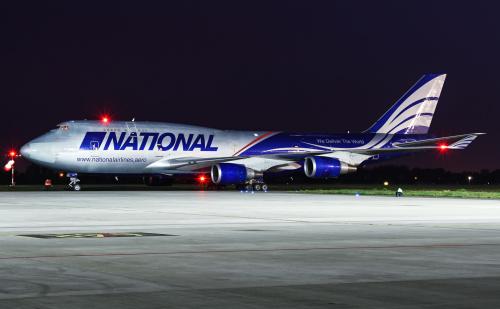 Bardzo rzadki gość na Warszawskim Lotnisku - jeden z dwóch Jumbo - Jetów linii lotniczej National Airlines w retro kolorach nawiązujących do starych malowań amerykańskich samolotów.