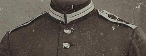 To mundur z podpisem 1914 bez czapki i jakie ma oznaczenia wojskowe wskazujące na jednostke pruską