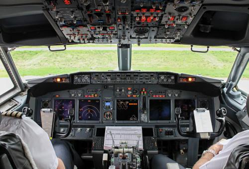 Kokpit samolotu, który przeniósł mnie z jesiennej Warszawy w krainę błękitów :)