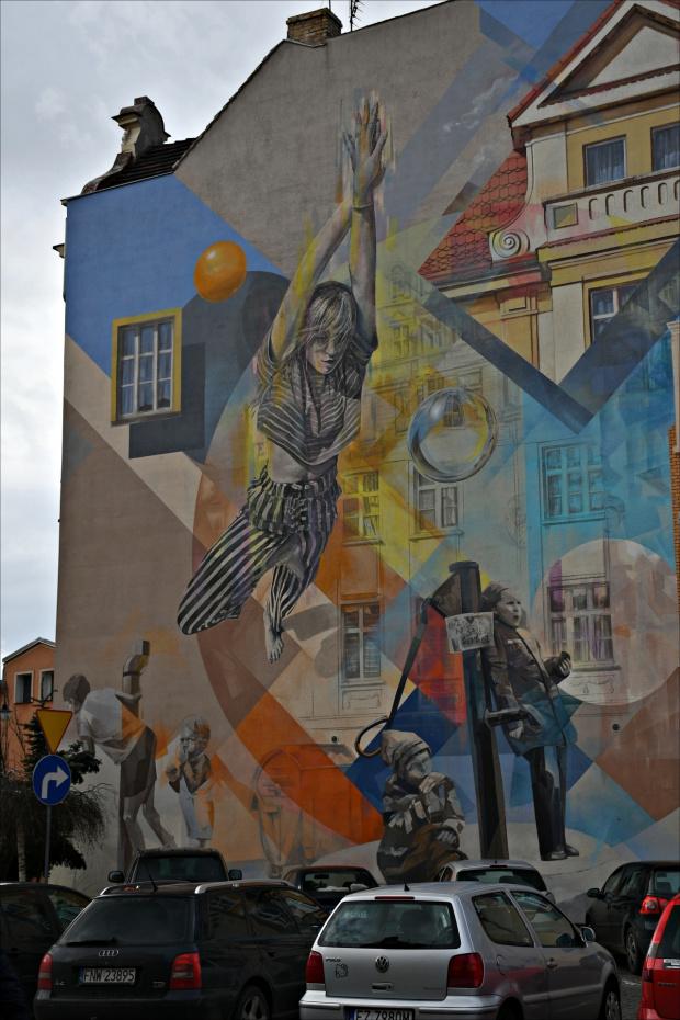 Mural w Nowej Soli. Polecam na FB: https://www.facebook.com/wadimnowasol/posts/2718736538345456