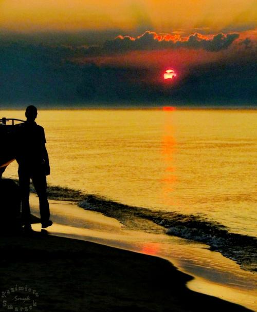 1/3 -taki tryptyk __ czy daje nam radość zachód słońca nad morzem oglądany solo?...