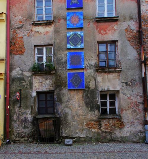 Cykl cyfrowych kolaży sklejonych z fot. detali architektonicznych Starego Miasta