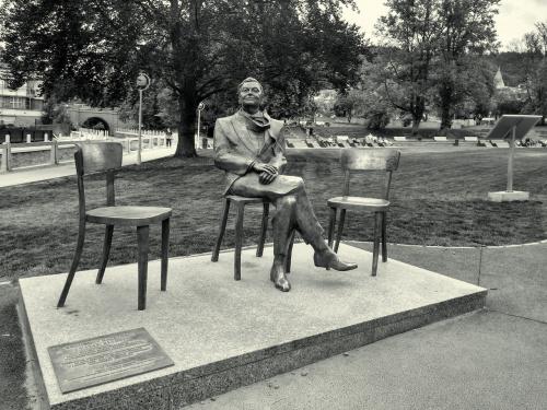 Bogusław Kaczyński zaprasza obok...