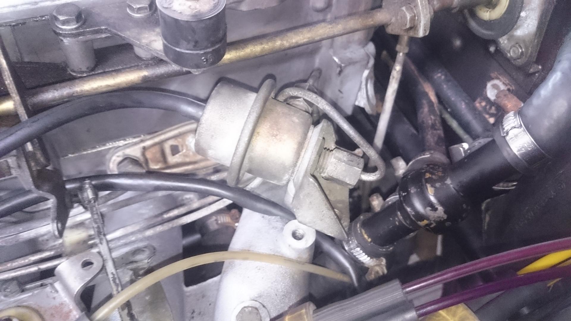 podłączyć regulator ciśnienia paliwa