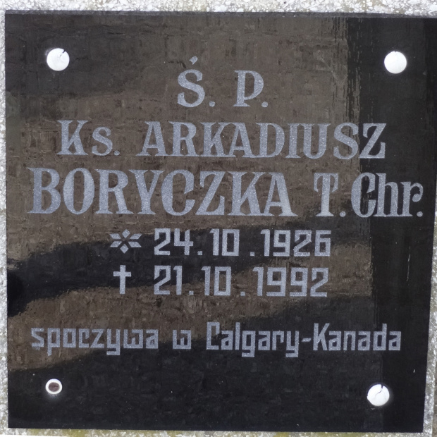 Ks. Arkadiusz Boryczka cm. Piotra i Pawła Gniezno_nagrobek i tablica