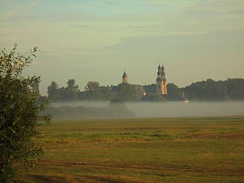 Klasztor w Lądzie https://www.youtube.com/watch?v=STvE6pPzEwc